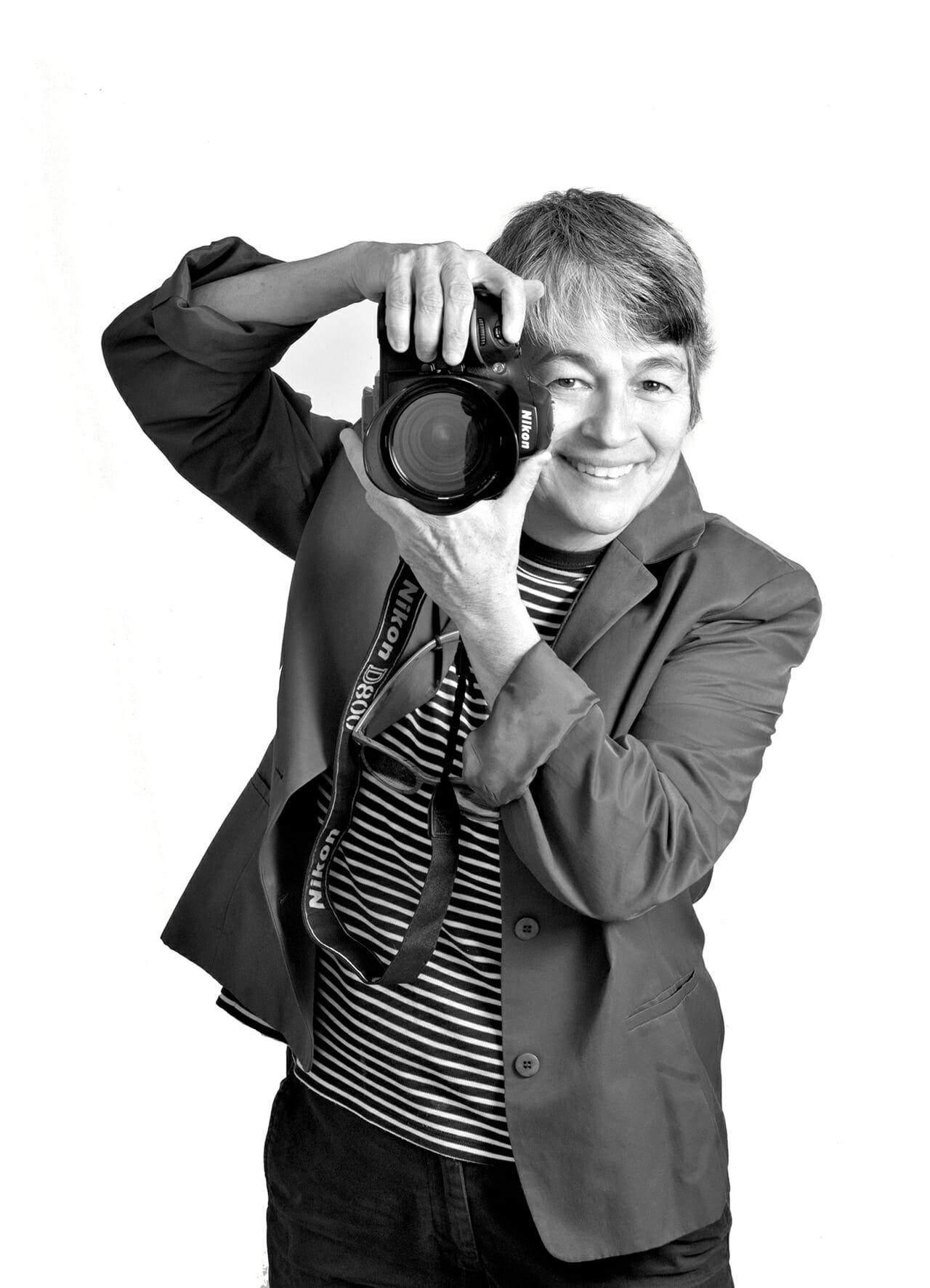 """Una de las fotógrafas mexicanas más reconocidas a nivel internacional. Con publicaciones en revistas tan importantes como """"Vogue"""", """"Colors"""", """"Novias"""" en Italia, EUA, Francia y otros países."""